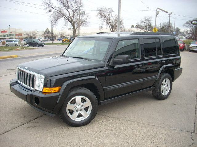 2008 jeep commander for sale in des moines ia 191654. Black Bedroom Furniture Sets. Home Design Ideas