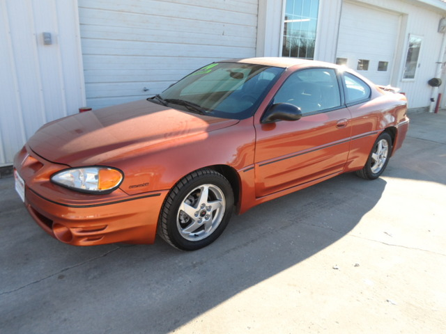 2004 pontiac grand am for sale in center point ia 3729. Black Bedroom Furniture Sets. Home Design Ideas