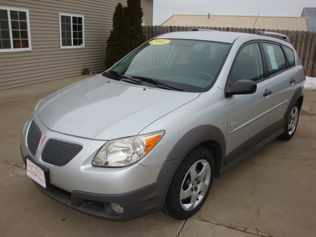 2005 pontiac vibe for sale in north liberty ia 3772. Black Bedroom Furniture Sets. Home Design Ideas