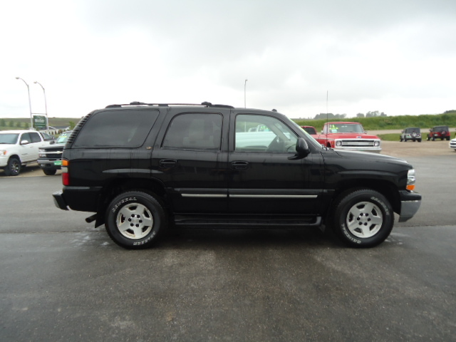 2004 chevrolet tahoe for sale in waukon ia 1225. Black Bedroom Furniture Sets. Home Design Ideas