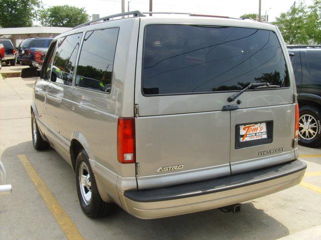 how to change a wheek stud on a montana van