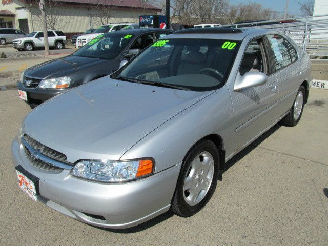 2000 Nissan Altima For Sale In Des Moines Ia 24832