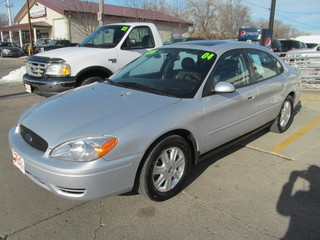 2004 ford taurus for sale in des moines ia 55891. Black Bedroom Furniture Sets. Home Design Ideas